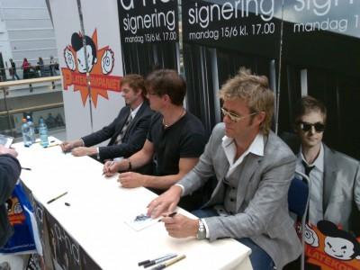 a-ha_signing_oslo_01