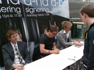 a-ha_signing_oslo_02