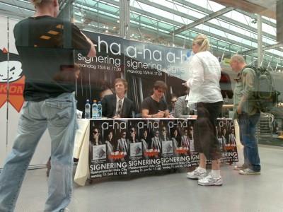 a-ha_signing_oslo_03