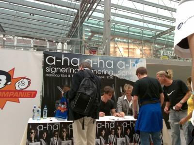a-ha_signing_oslo_06
