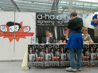 a-ha_signing_oslo_07