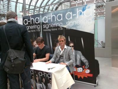 a-ha_signing_oslo_08